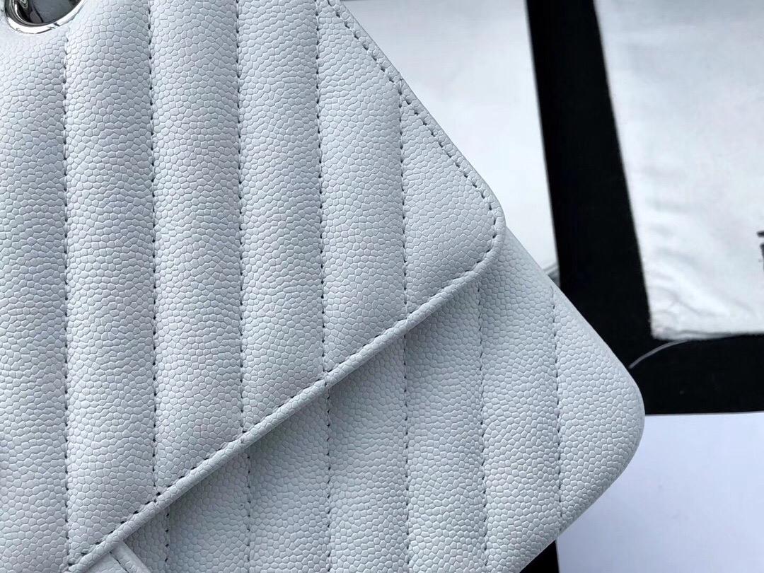 香奈兒V型口蓋包 Classic Flap Bag 冰雪白色小牛皮V型車縫線