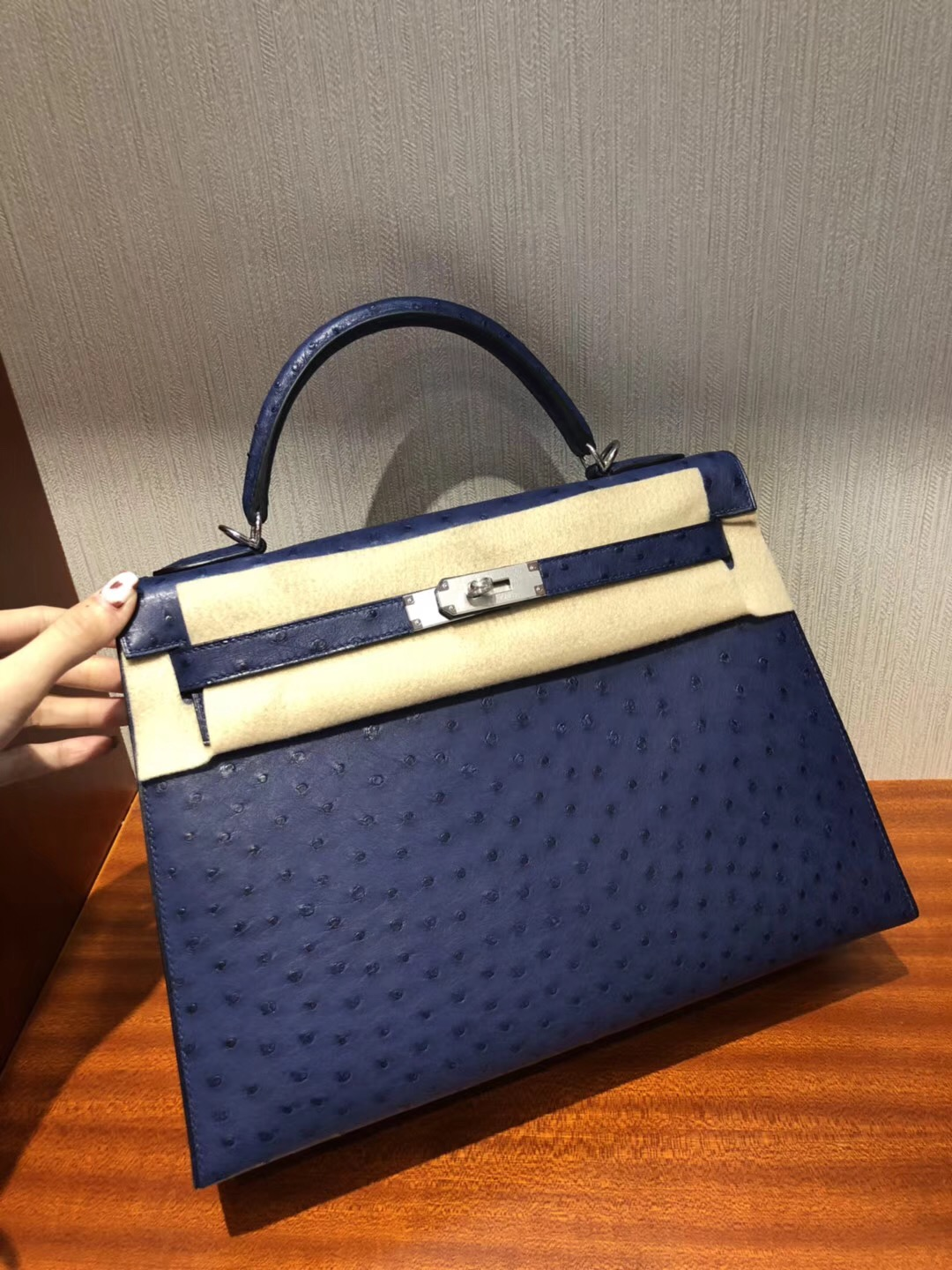 愛馬仕kelly包包價格 Hermes Kelly 32cm bag 7K宝石蓝 鴕鳥皮Ostrich銀扣