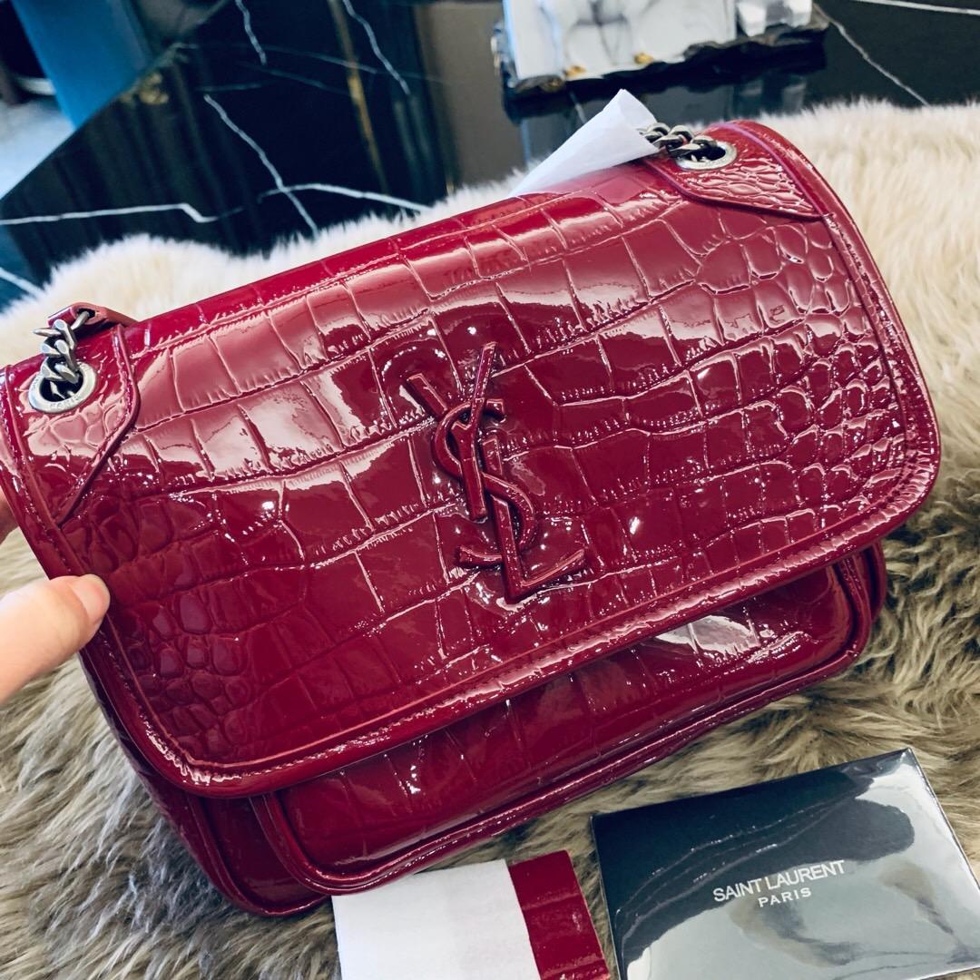 聖羅蘭包包 YSL NIKI 迷你鱷魚紋酒红色漆皮 單肩斜跨包