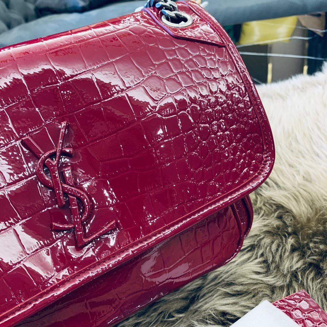 聖羅蘭包包官網 YSL NIKI 中號鱷魚紋酒红色漆皮 單肩斜跨包