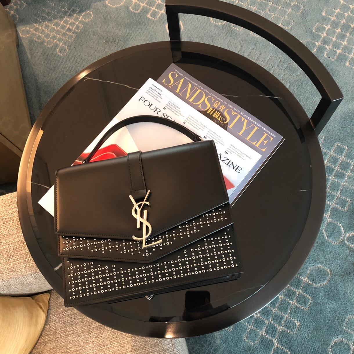 聖羅蘭香港官網 YSL包包 SULPICE 中號黑色麂皮銀色 孔眼鏈條包
