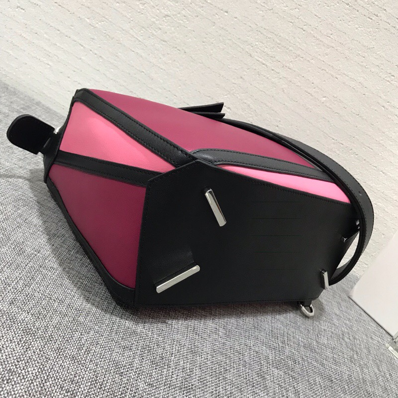 羅意威包包臺灣官網 LOEWE中號拼色 Puzzle Graphic Small Bag Raspberry/Wild Rose