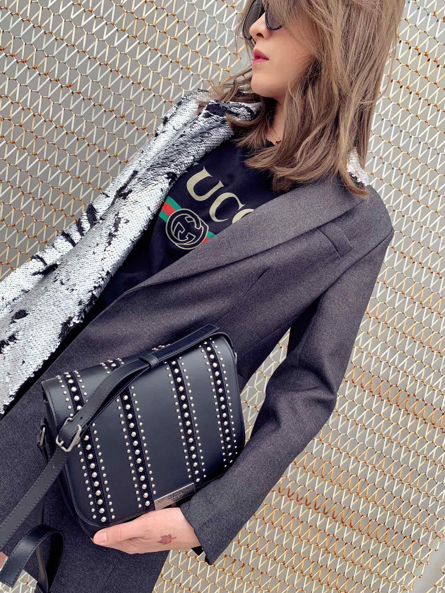 聖羅蘭女包官網 YSL ETTY 黑色鉚釘復古銀色真皮小肩包