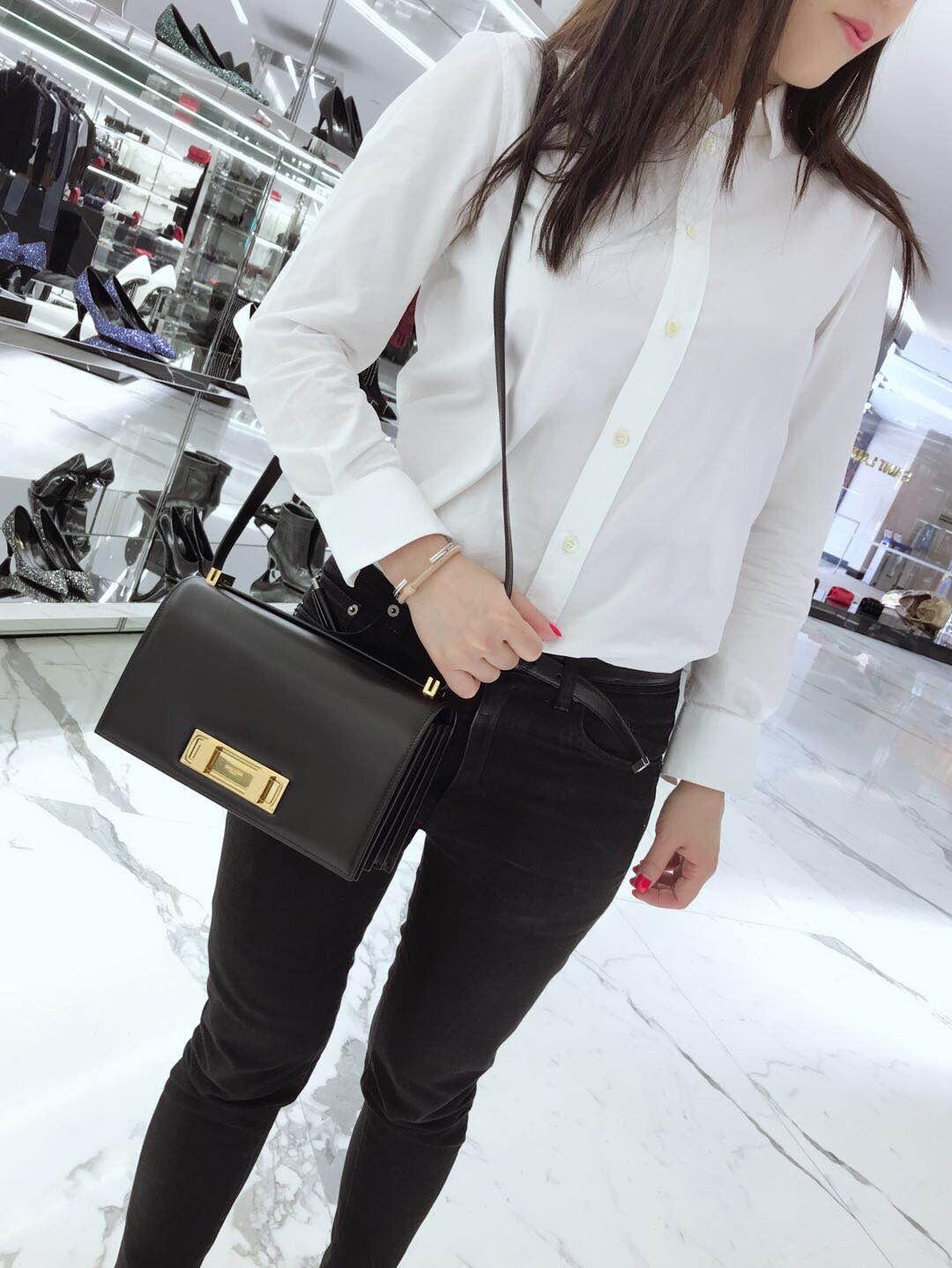 聖羅蘭女包 YSL DOMINO 中號黑色真皮包包 配以雙旋轉式鎖扣