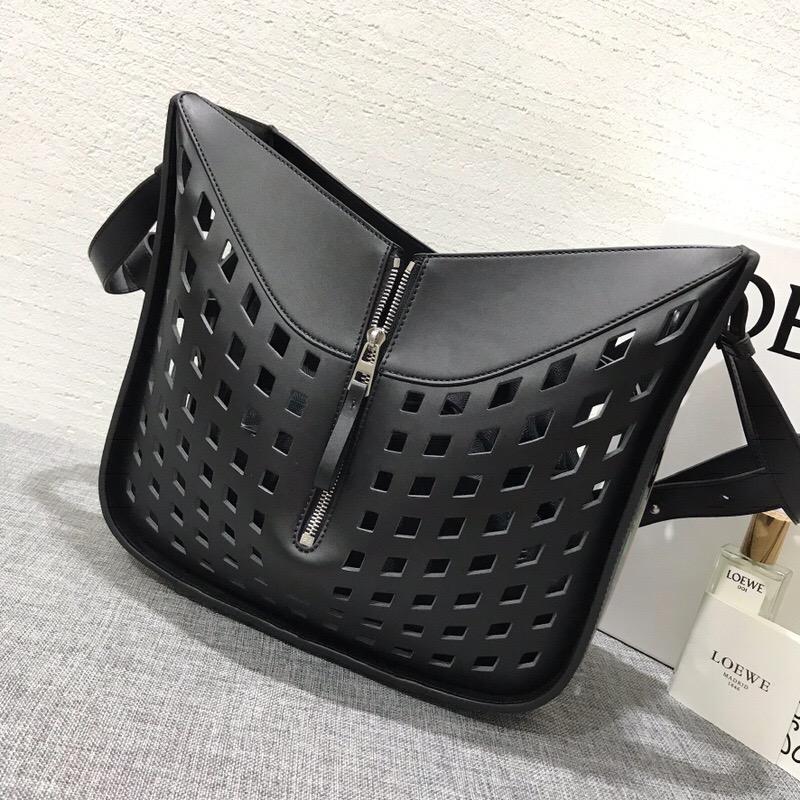 LOEWE包包香港官網 LOEWE Hammock Tulip Medium Bag黑色