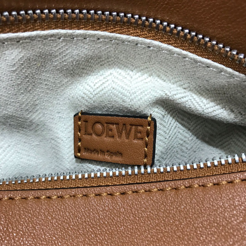 羅意威香港專賣店地址 LOEWE迷妳款Mini Puzzle Bag 焦糖色、棕色