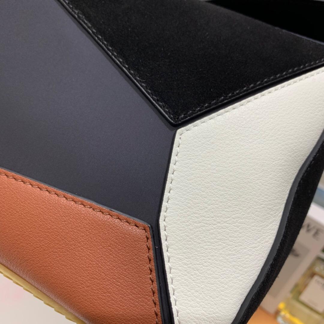 羅意威男包香港官網價格 LOEWE Puzzle Trainers Large Bag 黑色/棕褐色