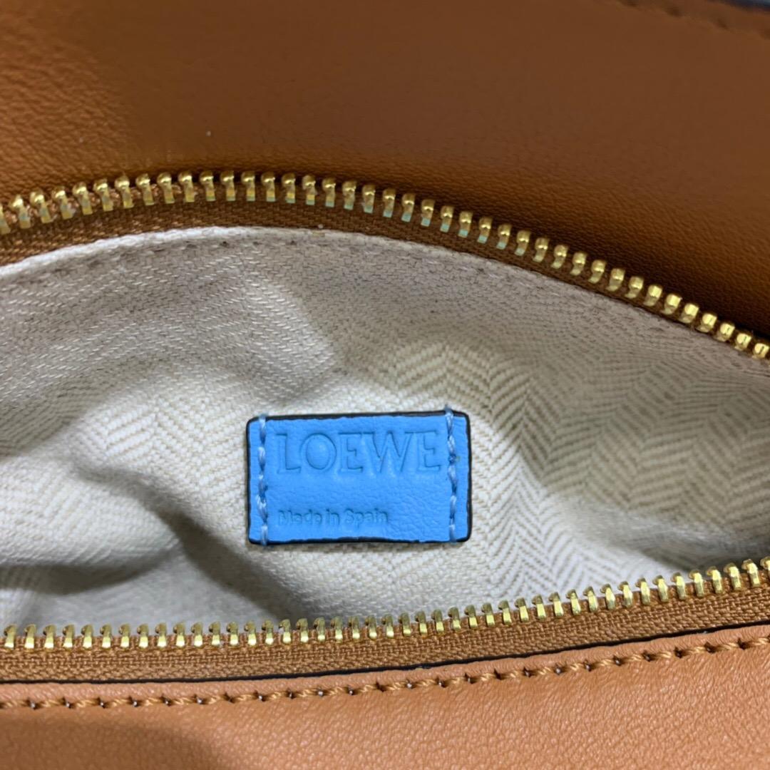 臺灣臺北市羅意威 LOEWE Puzzle Rugby Mini Bag Tan/Sky Blue