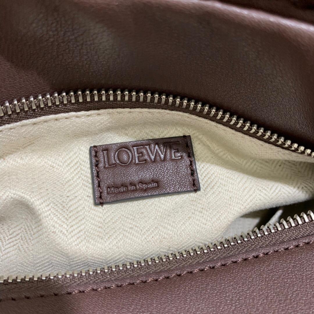 臺灣桃園市羅意威幾何包價格 LOEWE Puzzle Woven Small Bag Brunette