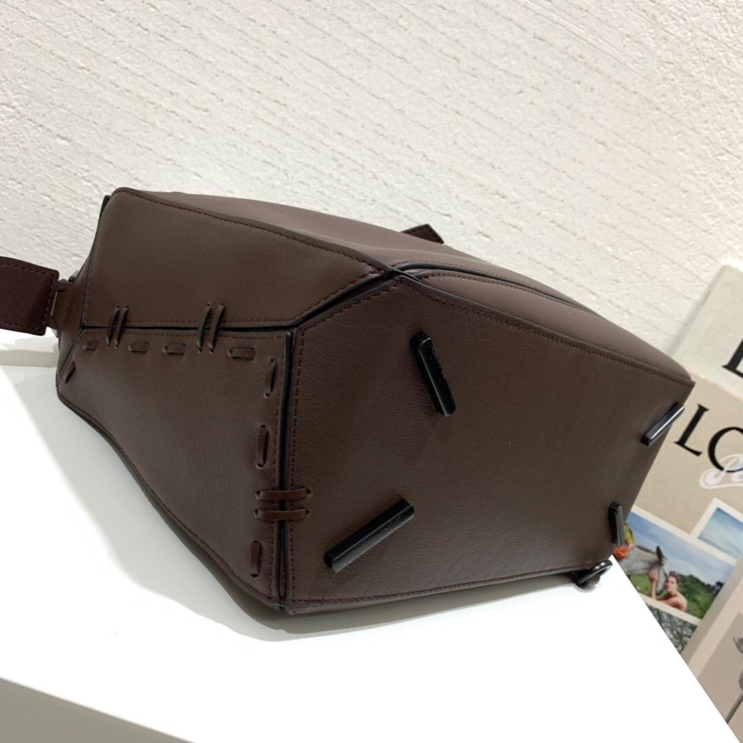 香港 LOEWE羅意威包包 價格及圖片LOEWE Puzzle Bag 手工縫線螺旋編織手柄