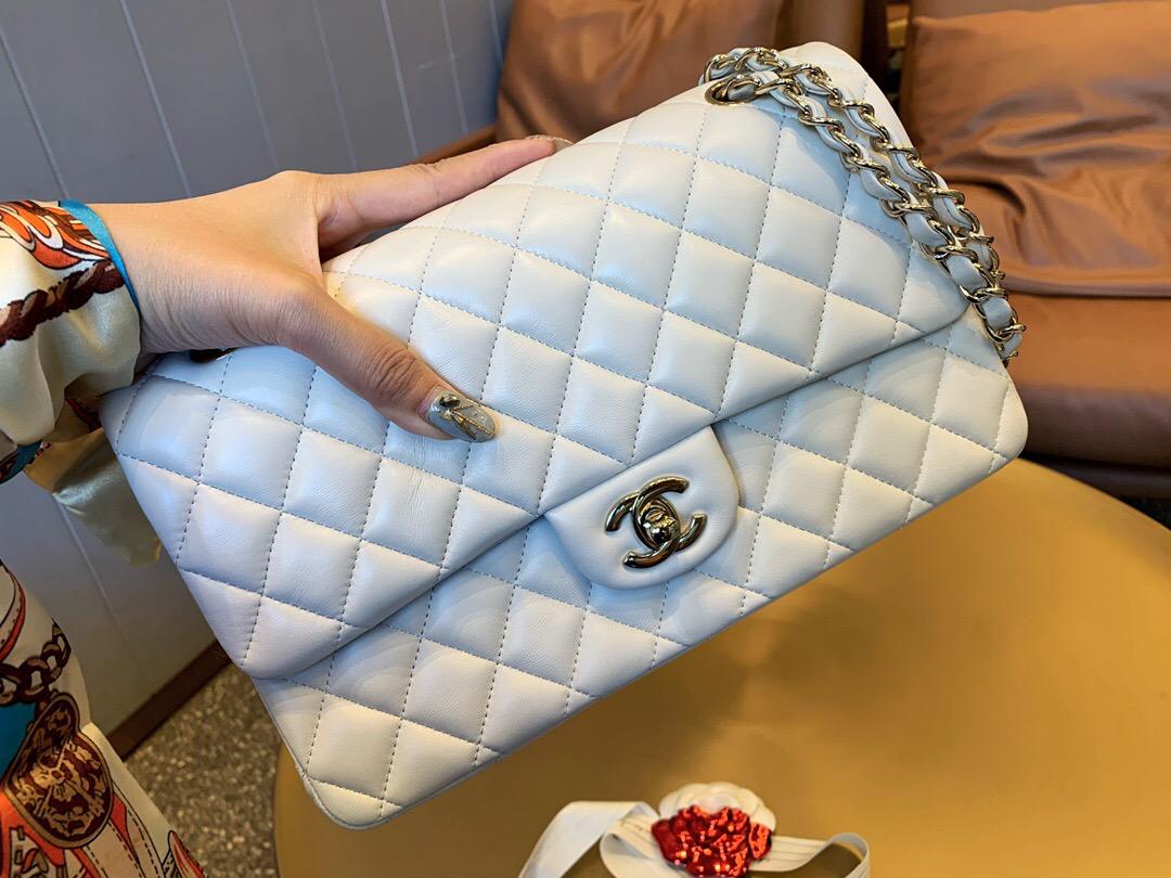 香港九龍城區香奈兒官網包包及價格 經典口蓋包 純白色 羊皮