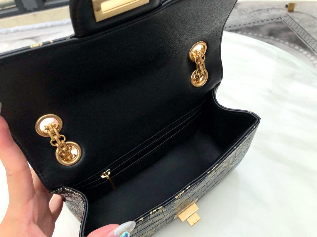 新加坡香奈兒包包專櫃 小號2.55口蓋包 鱷魚皮紋理壓花印花