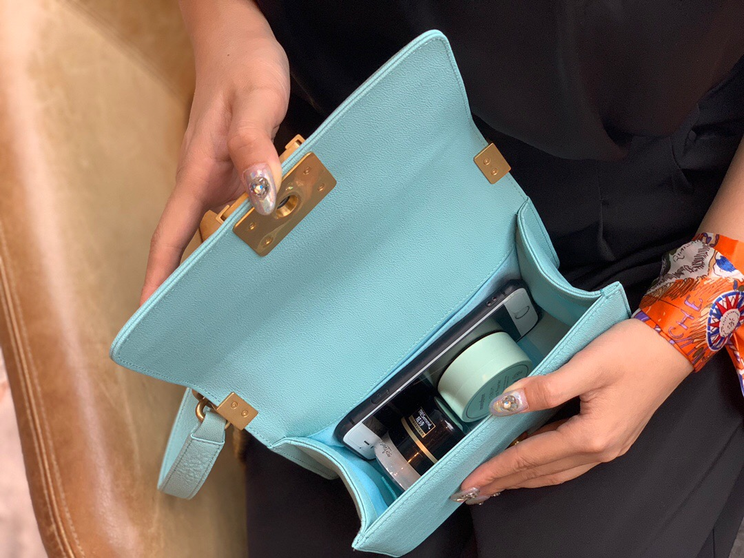 新加坡 臺灣香奈兒boy系列價格 chanel包包價格及圖片尺寸