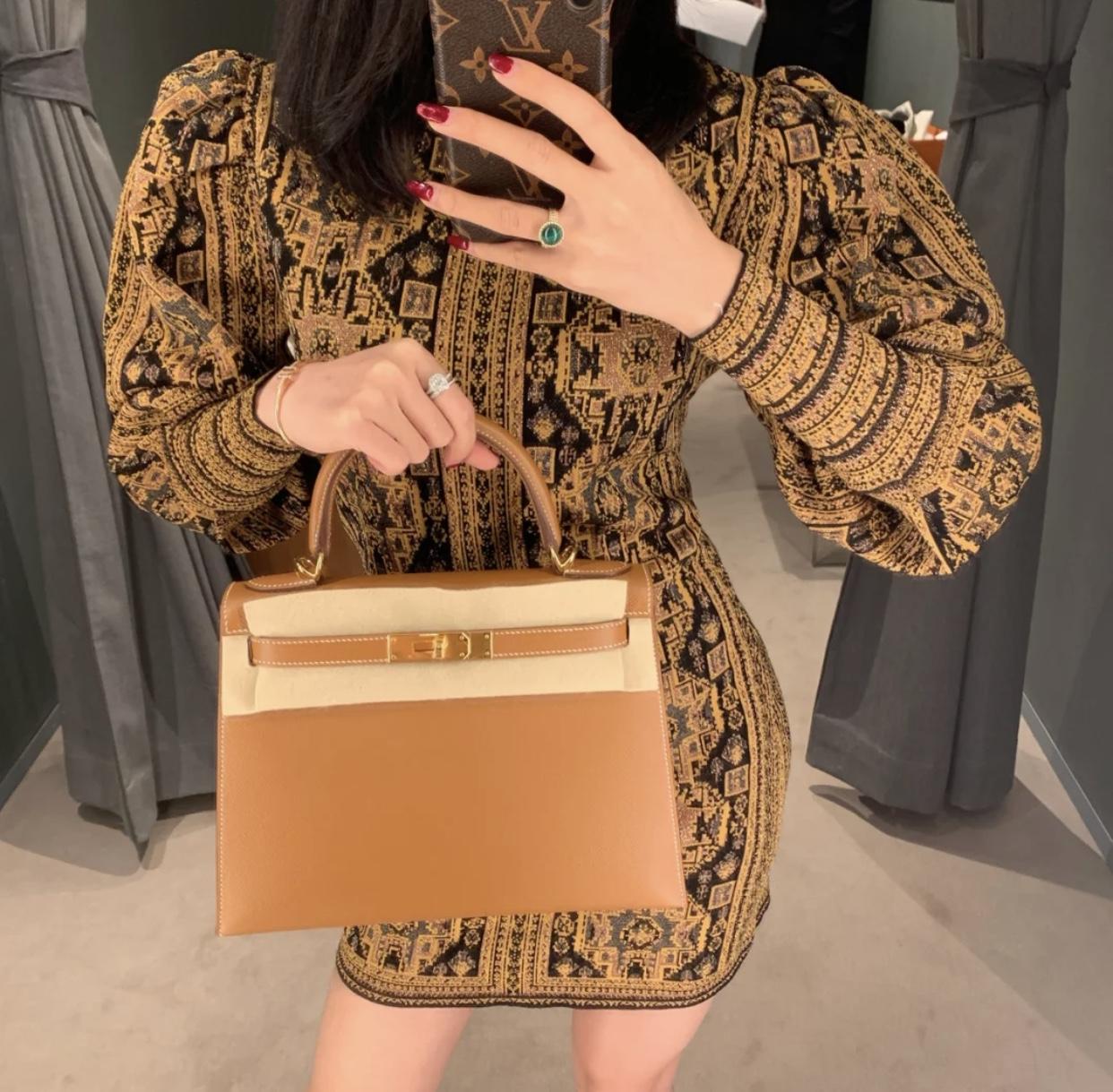 愛馬仕凱莉包28寸多少錢 上身效果圖片 Hermes Kelly 28cm ck37金棕色