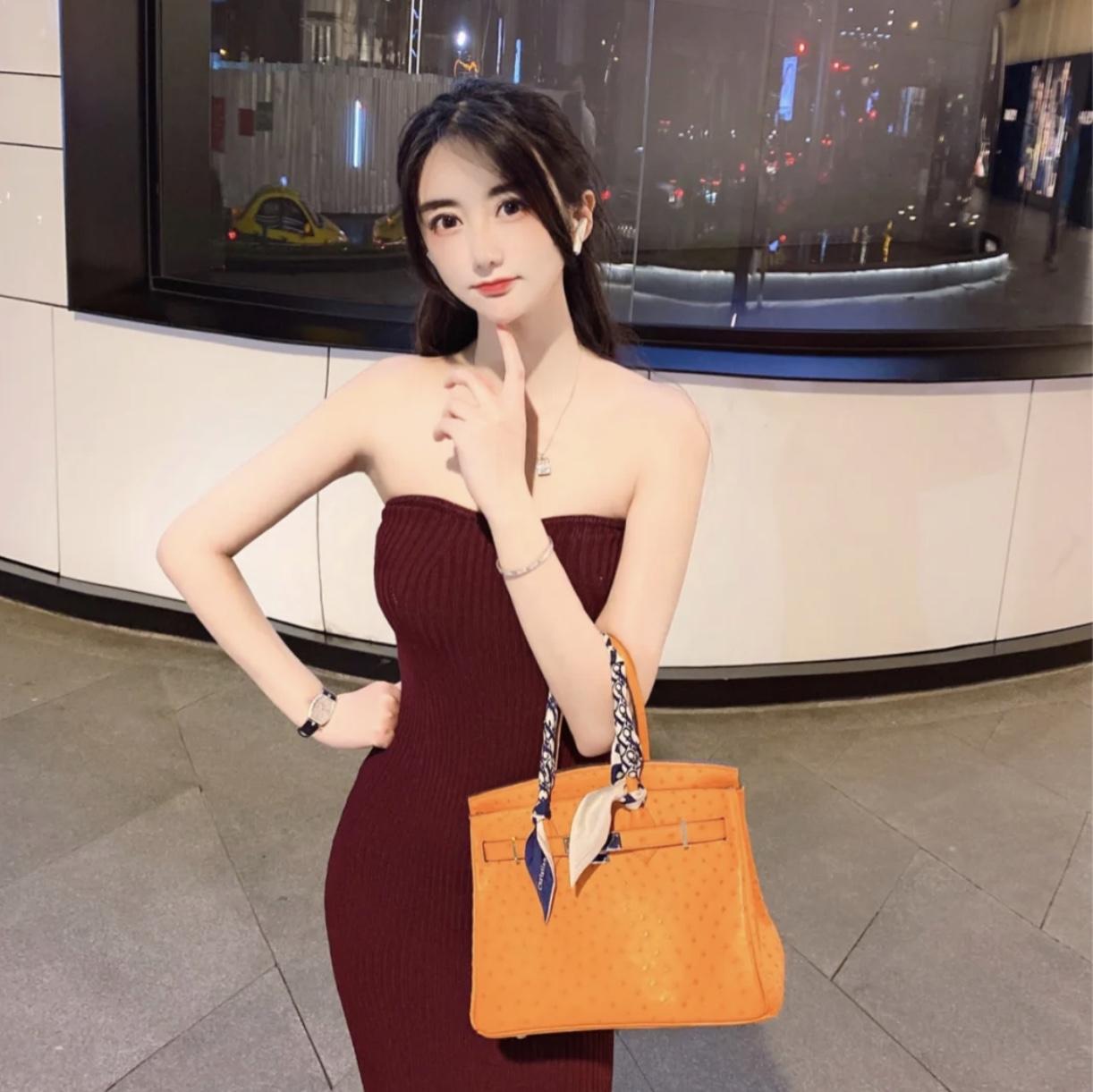香港島中西區愛馬仕Hermes Birkin 30cm I9 Abricot 杏黃色 上身效果圖片