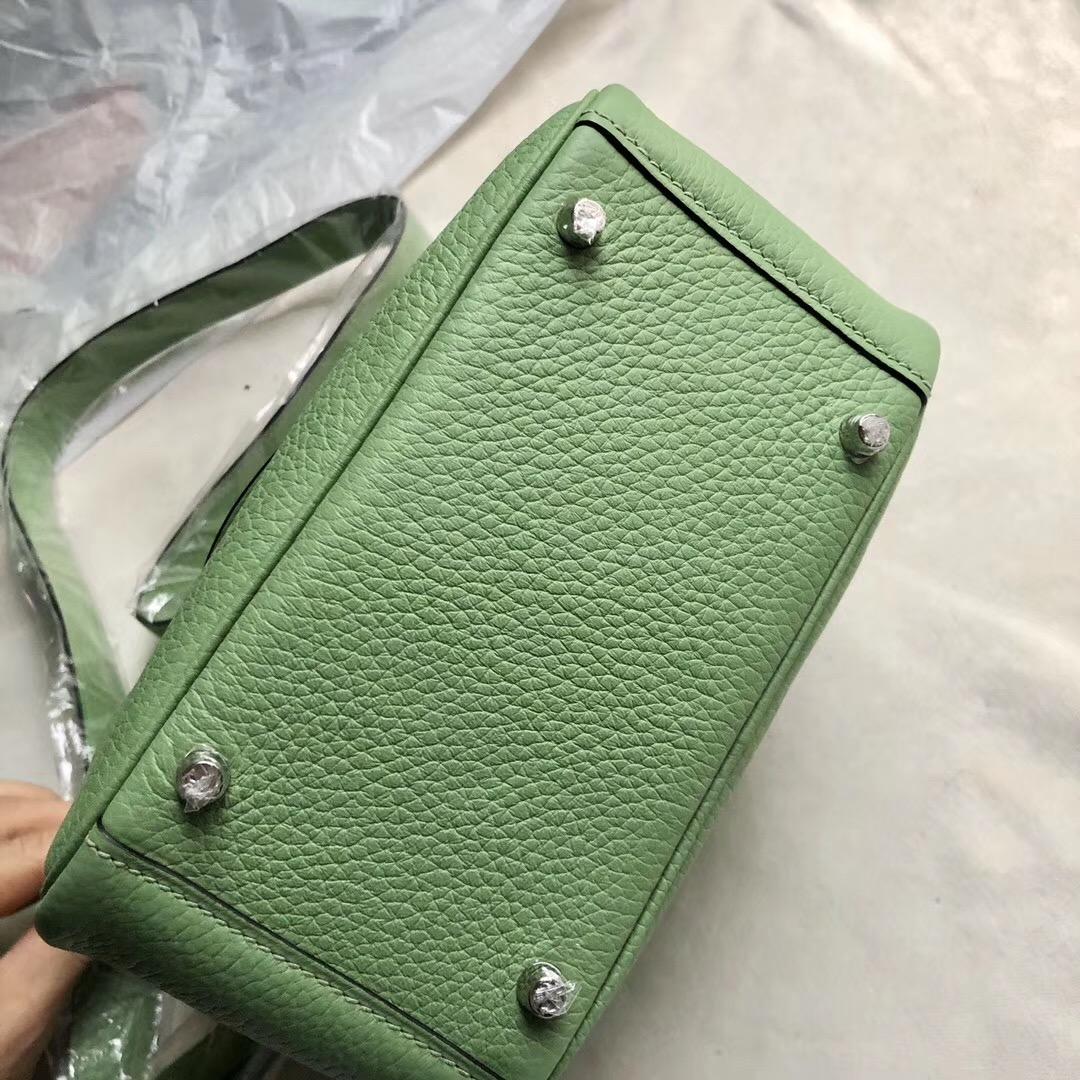 臺灣臺中市迷妳琳迪包價格 Taiwan Hermes mini lindy 3i vert criquet 牛油果綠