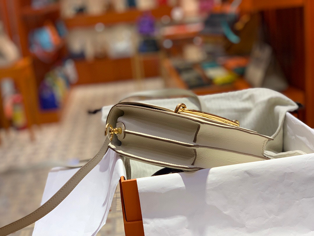 香港南區深水灣 Hermes Roulis mini Evercolor CK10 Craie 奶昔白