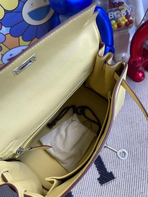 愛馬仕凱莉包官網價格 Hermes Kelly 25 Swift 1Z小雞黃 jaune poussin 銀扣