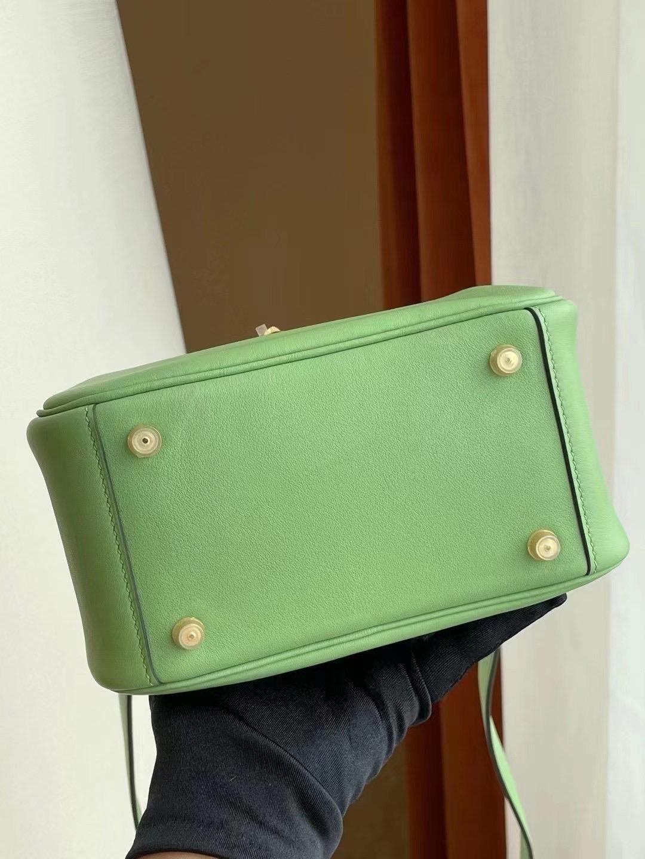 愛馬仕迷你琳迪包價格 Hermes Lindy Mini 3I 牛油果綠 Vert Criquet 蟋蟀綠 金扣