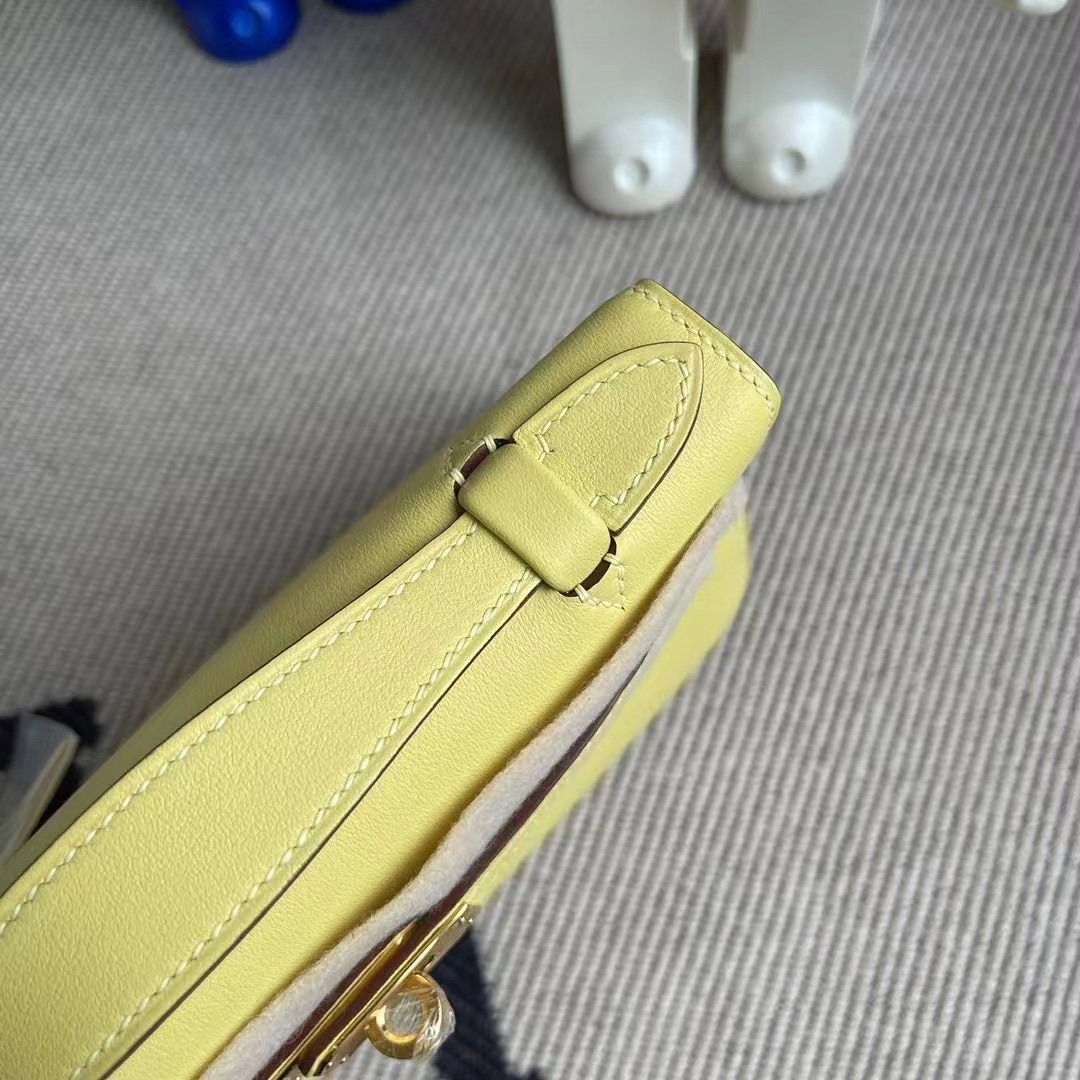 Hermes MiniKelly Pochette Swift calfskin 1Z jaune poussin 小雞黃 金扣 銀扣